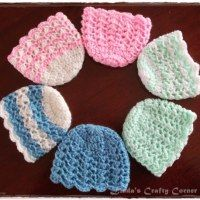 Crochet For Babies This a simple crochet baby hat in preemie and new born sizes, beginning with the same basic crown pattern which I first made for the Pomp. Crochet Preemie Hats, Bonnet Crochet, Crochet Baby Hat Patterns, Crochet Baby Clothes, Newborn Crochet, Crochet Beanie, Baby Patterns, Crocheted Hats, Booties Crochet