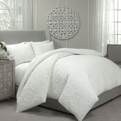 Update your bedroom wtih the Vue Barcelona duvet and coverlet set, the beautiful ensemble features a unique quilted design with contemporary scrolling leave.