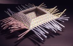 Do you enjoy drinking through a straw? In order to celebrate National Drinking Straw day, here are several ideas of how to use drinking straws to make crafts! Straw Weaving, Paper Weaving, Basket Weaving, Straw Art, Diy Straw, Craft Items, Craft Gifts, Plastic Straw Crafts, Drinking Straw Crafts