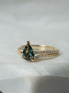 Boho Wedding Ring, Pear Wedding Ring, Pear Cut Engagement Rings, Emerald Wedding Rings, Sapphire Wedding, Green Wedding, Green Sapphire Engagement Ring, Saphire Ring, Green Sapphire Ring