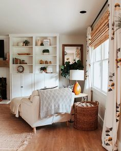 Classics, design or trend: the lights for the interior of the house adapt to your decor. My Living Room, Home And Living, Living Room Decor, Living Spaces, Cottage Living, Cozy Living, Small Living, Home Interior, Interior Design