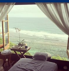 Massage room with view of the ocean / Stanza per massaggio con vista Massage Room, Massage Therapy, Massage Table, Face Massage, Spa Rooms, Natural Bedding, Dream Bedroom, Luxury Bedding, Interior And Exterior