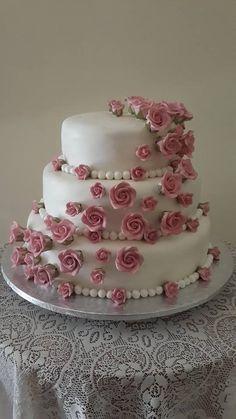 Dusty pink roses wedding cake Wedding Cake Roses, Rose Wedding, Wedding Cakes, Dusty Pink, How To Make Cake, Pink Roses, Desserts, Food, Wedding Gown Cakes