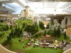 The medieval castle in Switzerland - model building - model railway Hamburg. The castle theme is great. Like the restored castle on the summit and the ruins lower and to the right. Model Castle, Warhammer Terrain, Game Terrain, Ho Scale Trains, Model Train Layouts, Medieval Castle, Model Building, Small World, Model Trains