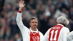 Johan Cruijff en Piet Keizer tijdens de speciale wedstrijd ter ere van 30 jaar finales.