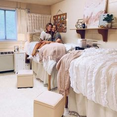 Trendy Dorm Decorations To Copy This Year My roommate and I love this dorm decorations! College Dorm Bedding, College Dorm Rooms, Dorm Room Bedding, Inspiration Room, College Dorm Decorations, Diy Dorm Decor, Vsco, Dorm Room Designs, Cute Dorm Rooms