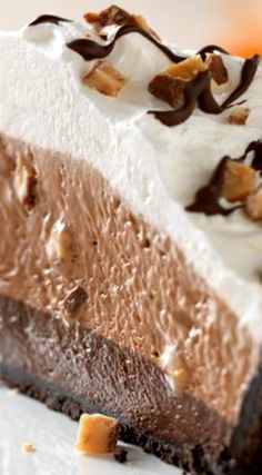 -Bottom Candy Crunch Pie ~ A gorgious and delicious no-bake chocolate ...