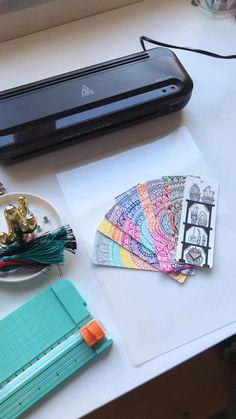 Creative Bookmarks, Cute Bookmarks, Bookmark Craft, Paper Bookmarks, Diy Crafts Hacks, Diy Crafts Videos, Fun Crafts, Mandala Book, Mandala Art