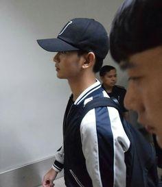 Kim Soo Hyun arrived at Manila.  ❤❤ Wanted to see him