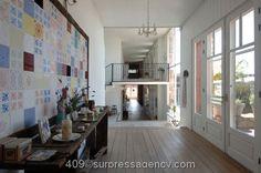 ....Sur.Press.Agencia...............  Tile decoration on wall