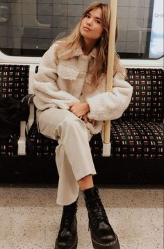 Winter Street Style Outfits To Keep You Stylish And Warm - Winter Outfits Winter Fashion Outfits, Fall Winter Outfits, Autumn Fashion, Casual Outfits, Cute Outfits, Winter Dresses, Women's Casual, Japan Outfits, Fashion Dresses