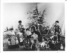The Little Rascals Opening Presents on Christmas Morning Christmas Past, Christmas Morning, Vintage Christmas, Little Rascals Quotes, Hollywood Stars, Classic Hollywood, Kids Comedy, Movie Photo, Old Tv