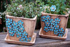 květináč hranatý-modré kyti-na objednávku! Ceramic Pottery, Pottery Art, Ceramic Art, Keramik Design, Ceramic Lantern, Pottery Houses, Coil Pots, Painted Flower Pots, Ikebana