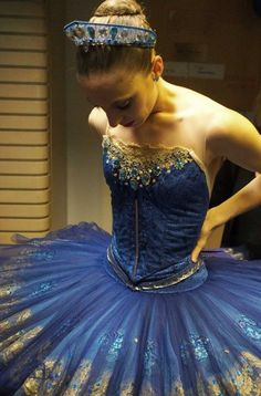 This Blue of her ballet outfit is simply gorgeous and the beading on the bodice, is a work of art. The gold edging floral detail to the tutu, is superb costuming. Ballet Tutu, Dance Costumes Ballet, Ballerina Costume, Australian Ballet, Ballet Photos, Creation Couture, Ballet Beautiful, Just Dance, Dance Comp