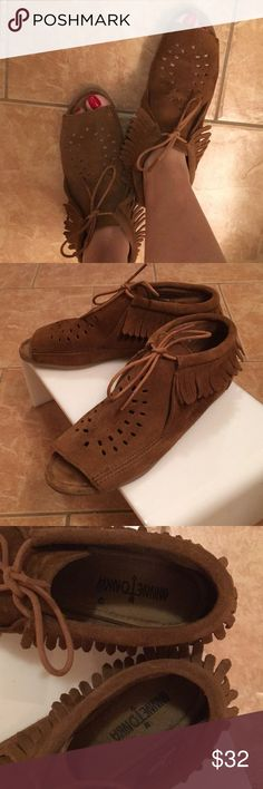 EUC Minnetonka moccasins. EUC Minnetonka Moccasins in size 9. These are so fun and very boho. Minnetonka Shoes Moccasins