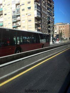 Jardinera en la mediana del Camino de Ronda, tramo de metro Granada subterráneo.