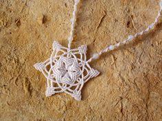 Kézműves csomózott makramé textil egyedi fehér nyaklánc ékszer opalit ásvány nyaklánc linhasita hópehely csillag