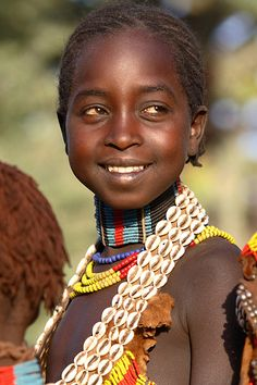 Ethiopia, portrait of a beautiful young girl from the Hamer tribe at a traditional Evangadi dance in a village near Turmi, Lower Omo Valley. African Tribes, African Diaspora, African Women, We Are The World, People Around The World, Beautiful Children, Beautiful People, Ethiopian People, Tribal People