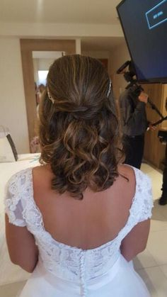 ideas for wedding hairstyles short rustic Formal Hairstyles For Short Hair, Bride Hairstyles, Short Hair Styles, Short Wedding Hair, Trendy Wedding, Wedding Dress, Rustic Country Wedding Decorations, Rustic Wedding, Green Bridal Showers