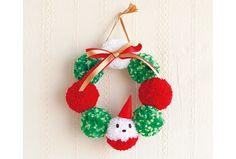 毛糸をぐるぐる巻いて作るボンボンをつなげて、クリスマスリースを作りましょう。紅白のボンボンに目鼻をつければ、かわいらしいサンタになります。