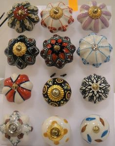 ceramic door knobs ... I will get some for my house one day!