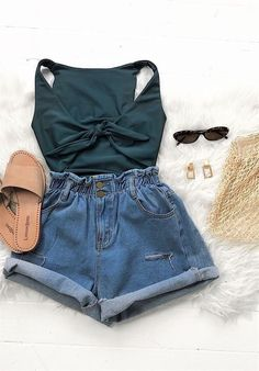 These outfits are really easy and simple to wear, also they look SO stylish and fashionable. Here are our collection of easy summer outfits! Style Outfits, Fashion Outfits, Womens Fashion, Fashion Trends, Fashion Shorts, Outfits For Teens, Trendy Outfits, Cool Outfits, Gym Outfits