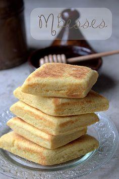 Mbesses gateau de semoule au beurre Pastry Recipes, Dessert Recipes, Cooking Recipes, Naan, Algerian Recipes, Feta Salat, Ramadan Recipes, Beignets, Arabic Food