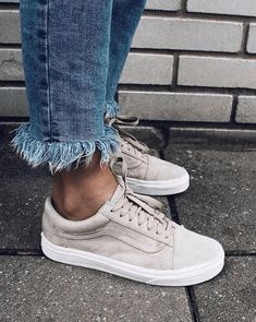 Sneaker-Inspiration – hier findest du, was du suchst - How cool does this sneaker look? The Vans Old Skool was one of the best shoes in Here in the - Vans Old Skool, Sneakers Mode, White Sneakers, Presto Sneakers, Summer Sneakers, Sneakers Adidas, Shoes Sneakers, Tenis Vans, Sneakers Fashion Outfits