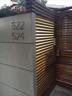 Front yard cement and horizontal wood fence - Modern Design Front Wall Design, Wood Fence Design, Modern Fence Design, Main Gate Design, Wooden Fence, Modern Wood Fence, House Fence Design, Entrance Signage, Modern Entrance