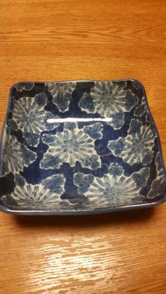 <P>我が家でずっと使っている皿。青い皿で料理をおいしそうに見せるのは脳の錯覚を利用している。