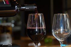 Έχετε κάποια ιδιαίτερη προτίμηση στο κρασί; Στη Μυστίλλη, σίγουρα θα βρείτε μια ετικέτα, που θα ξεπεράσει τις προσδοκίες σας! Ελάτε να την ανακαλύψετε!