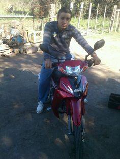 En la moto de mi amigo el Luján!! Flor de maquinita se compró!!