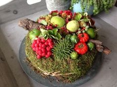 herbstdeko aus naturmaterialien selber machen tisch Tips For Decorating With a Floral Pattern It can Christmas Flowers, Fall Flowers, Fruit Decorations, Autumn Decorations, Table Setting Inspiration, Fall Planters, Container Gardening Vegetables, Deco Floral, Deco Table