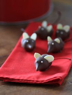 These mischievous little mice will be the center of attention on any cookie tray. They would also make a fantastic display for any holiday cheese platter,