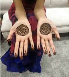 Mehndi henna designs are searchable by Pakistani women and girls. Women, girls and also kids apply henna on their hands, feet and also on neck to look more gorgeous and traditional. Circle Mehndi Designs, Round Mehndi Design, Palm Mehndi Design, Mehndi Designs For Beginners, Mehndi Design Pictures, Mehndi Designs For Girls, Unique Mehndi Designs, Henna Designs Easy, Mehndi Designs For Fingers