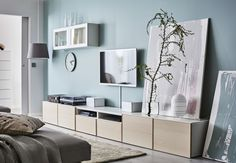 Discover the latest in seamlessly convenient living room storage solutions with IKEA's signature BESTÅ System tv benches and combination storage furniture. Ikea Living Room, Living Room Storage, Small Bedroom Hacks, Media Storage Unit, Ikea Portugal, Scandinavian Living, Home Organization, Home Furniture, New Homes