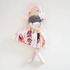 """Polubienia: 36, komentarze: 5 – dolls, toys, pillows, wood (@made.by.syl) na Instagramie: """"Lala w piórkach 40 cm #handmadedoll #handmadedolls #lalaszmaciana #lala #lalkaszmacianka #lalka…"""""""