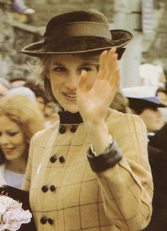 9 MARCH 1983 THE PRINCE AND PRINCESS OF WALES VISIT THE ANCIENT MARKET TOWN OF TAVISTOCK IN DEVON