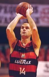 Oscar Schmitd - o ala da seleção brasileira de basquete , durante cinco olimpíadas .