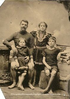 Forgotten Faces and Long Ago Places: Those Places Thursday - Victorian Bathers at the Boardwalk? Vintage Pictures, Old Pictures, Vintage Images, Old Photos, Vintage Bathing Suits, Vintage Bikini, Tintype Photos, Bathing Costumes, Vintage Nautical
