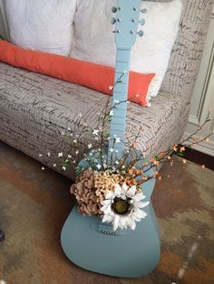 Useful Repurposed Guitar Ideas For Diy Enthusiasts - Best Craft Projects Guitar Crafts, Guitar Diy, Guitar Decorations, Broken Guitar, Craft Projects, Projects To Try, Music Decor, Diy Décoration, Decoration Table