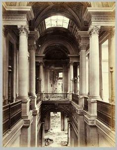 Le Palais des Tuileries. La façade principale et l'escalier d'honneur.