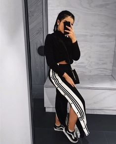 44 Charming Adidas Pants Outfit Ideas Like a Street Style Pro Source by oskrnicka ideas street style Sneaker Outfits Women, Sneakers Fashion Outfits, Sporty Outfits, Chic Outfits, Teen Outfits, Beach Outfits, Fashion Clothes, Fashion Dresses, Legging Outfits