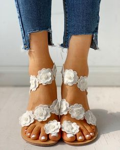 Shop Flower Embellished Open Toe Flat Sandals right now, get great deals at pickmyboutique Trend Fashion, Estilo Fashion, Ideias Fashion, Womens Fashion, Emo Fashion, Cheap Fashion, Fashion Dresses, Sandals Outfit, Fashion Sandals