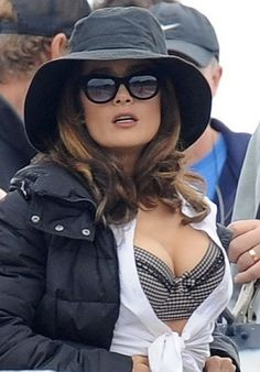 Salma Hayek hot images and Photos. Hollywood, one of the popular actress and director. Salma Hayek biography in short will discuss here. Selma Hayek, Salma Hayek Images, Salma Hayek Pictures, Beautiful Celebrities, Beautiful Actresses, Salma Hayek Biography, Salma Hayek Body, Latin Women, Jolie Photo