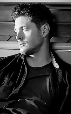 Dean Winchester 10x01 Black - jaw droppingly hot!!!