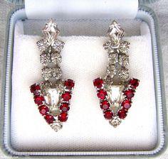 Boucles d'oreilles Flèche Triangle Cristaux Rouge Siam & transparents Vintage