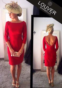 Hoy os proponemos un vestido sencillo a la vez que elegante en color rojo carmesí; un color vivo que tiende al rojo purpúreo, ideal para esta temporada. Completamos el look con tocado beige y clutch dorado. Feliz Sábado!! #louvermarbella#vestido#rojo#moda#mode#fashion#red#dress#tocado#lainvitadaperfecta#otoño#autumn#showroom#invitadaboda#back#escote#espalda#clutch#marbella#malaga#beautiful
