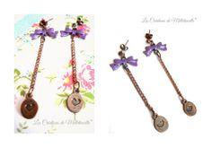 """#shabby Boucles d'oreille """" Miss Lilas """" métal couleur cuivre , noeud émaillé mauve , chaînette cuivrée et petites médailles gravées : Boucles d'oreille par les-creations-de-melletincelle"""