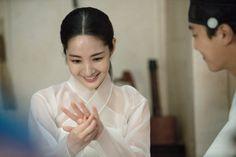 Korean Hanbok, Korean Dress, Queen For Seven Days, Yeon Woo Jin, Kbs Drama, Park Min Young, Korean Star, Paros, Cute Korean